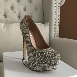 f793997be65b Steve Madden Shoes - Pumps that will add bling to your wardrobe!😍✨